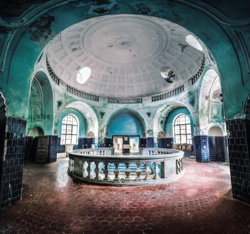 Мъжкия басейн. Банля, банята в Банкя.
